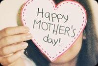 Cô Gái Cầm Thiệp Mother's Day Mẫu Nền Thư